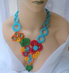 – Knitting world and crochet Crochet Metal, Crochet Art, Crochet Flowers, Crochet Patterns, Crochet Designs, Art Textile, Textile Jewelry, Fabric Jewelry, Jewellery