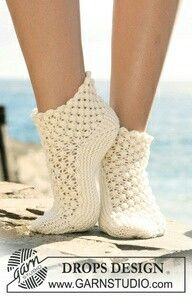 Socks & Slippers - Free knitting patterns and crochet patterns by DROPS Design Knitting Designs, Knitting Patterns Free, Knitting Projects, Free Pattern, Free Knitting, Crochet Patterns, Scarf Patterns, Knitted Slippers, Crochet Slippers