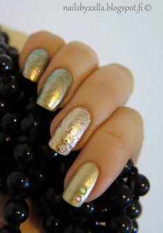 OPI Just spotted the lizard, A-england She walks in beauty, Gosh Gold, Pueen stamping plate, skittlette