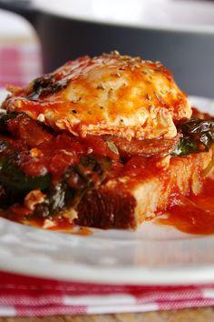 Cinco Quartos de Laranja: Tomatada com espinafres, chouriço e ovos escalfados