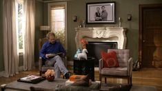 The Tucker\/Pritchett House on Modern Family Mojan Sami Modern Family Tv Show, Modern Family House, Family Set, Family Room, Home And Family, Family Houses, Tv Show House, Faux Mantle, Drapes And Blinds