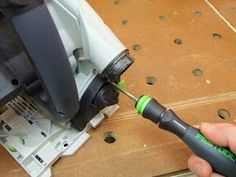 Michas Holzblog: Tipp: (Schnitt)Winkeljustage an einer Festool TS(C) 55 R Festool Ts 55, Garage, Woodworking Jigs, Saw Tool, Simple Machines, Wood Workshop, Tips, Carpentry, Tools
