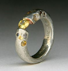 You can wrap yourself around my finger any time, oh lovely ring Geode Jewelry, Bold Jewelry, Modern Jewelry, Silver Jewelry, Wax Carving, Rings N Things, Unusual Rings, Jewelery, Gold Rings