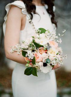 Romantic Peach and Cream Bouquet | Coco Chanel Wedding Inspiration | Read More - http://onefabday.com/coco-chanel-wedding-inspiration/
