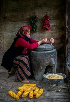 Anatolian woman Trabzon/Turkey Photo by Ibrahim Aysündü We Are The World, People Around The World, Around The Worlds, Cultures Du Monde, World Cultures, Turkey Culture, Turkish People, Working People, Le Far West