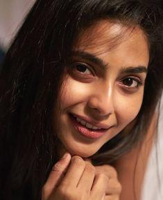 Sway. @aishwariya_lekshmi #aishwaryalekshmi #aishu #aiswaryalekshmi #aishwaryalakshmi #aiswaryalakshmi #fahadhfaasil #dulquersalmaan #dq… Meena Hot Photos, Kirti Kharbanda, Film Pictures, Galaxy Pictures, Photoshoot Images, Girls In Panties, Cute Girl Photo, Girl With Curves, Cute Faces