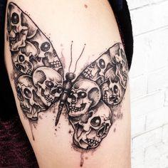 Skull Butterfly Tattoo, Skull Tattoo Design, Flower Skull, Tattoo Designs, Tattoo Sketches, Tattoo Drawings, Feminine Skull Tattoos, Tatoo Art, Tattoo Stencils