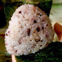 食べないつもりでいたのにお腹空いちゃったので、胃に負担の少ないように梅塩のおむすび。 結局、食べちゃった(*´ェ`*)ポッ - 103件のもぐもぐ - 夜の梅塩むすび(*´ェ`*) by morimi32