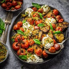 A delicious summery Eggplant Parmesan: grilled eggplant roasted tomatoes burrata cheese and garlic and herb breadcrumbs. Grilled Eggplant, Eggplant Parmesan, Vegetarian Recipes, Cooking Recipes, Healthy Recipes, Milk Recipes, Cake Recipes, Steak With Blue Cheese, Burrata Cheese