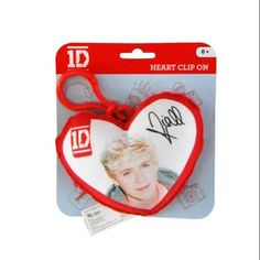 One Direction Plush Heart Keychain Clip - Niall One Direction Merch, Hit Boy, What Makes You Beautiful, Cute Charms, Bago, School Backpacks, School Bags, Boy Bands, Heart Shapes