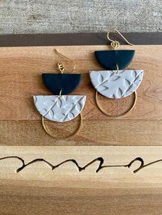Diy Clay Earrings, Earrings Handmade, Handmade Jewelry, Polymer Clay Crafts, Polymer Clay Jewelry, Clay Beads, Diy Jewelry, Jewelry Design, Antique Jewelry