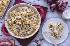 I lumaconi con salsiccia e scamorza sono un primo piatto appetitoso e saporito arricchito con ingredienti sfiziosi.