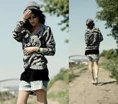 """Sophie of """"Only The Wild Will Be Free"""" wearing UO's cardigan #urbanoutfitters #cardigan"""