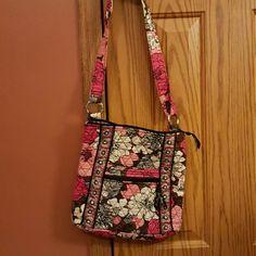 Vera Bradley Crossbody bag. Barely used Bags Crossbody Bags