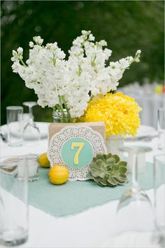 doily and burlap centerpiece | mint and yellow wedding | outdoor reception | #weddingchicks