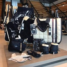 Image Afbeelding - Art Of Equitation Horse Riding Clothes, Riding Hats, Riding Gear, Equestrian Outfits, Equestrian Style, Equestrian Problems, Equestrian Fashion, English Horse Tack, Horse Gear