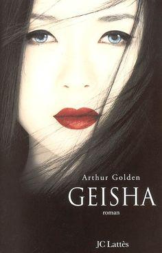 Sous la forme des mémoires d'une célèbre geisha de Kyoto, un grand roman sur un univers secret et étonnant, où les apparences font loi, où les femmes sont faites pour charmer, où la virginité d'une jeune fille se vend aux enchères et où l'amour doit être méprisé comme une illusion. Une petite fille de neuf ans, aux superbes yeux gris bleu, tels ceux de sa mère qui se meurt, est vendue par son père, un modeste pêcheur, à une maison de geishas : ainsi commence l'histoire de Sayuri dans le…