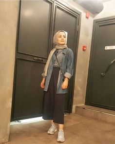 How to wear the maxi style with hijab. Modest Fashion Hijab, Modern Hijab Fashion, Street Hijab Fashion, Casual Hijab Outfit, Hijab Fashion Inspiration, Hijab Chic, Hijab Dress, Muslim Fashion, Fashion Outfits