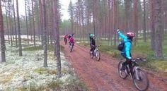 Lihakset lämpimiksi ennen päivän pitkää lenkkiä #mtbkurssi Rokua MTB ajokoulu syyskuussa 2016. Rokua Health & Spa Hotel, Finland. #maastopyöräily #mtb #mountainbiking