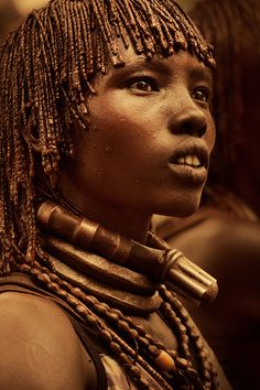 african beauty Spanish photographer Diego Arroyo Mndez captured this series of stunning images of village life in Ethiopia, where cultures have been well-preserved and traditions honour We Are The World, People Of The World, Ethiopian Tribes, Ethiopian Beauty, Afrique Art, African Tribes, African Men, Historical Women, Art Africain