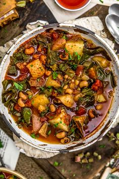 Incredible flavor and comforting goodness, this Southern Collard Green Potato Stew is brimming with wholesome ingredients in a flavorful, smoky broth. Southern Collard Greens, Collard Greens Recipe, Lunch Recipes, Whole Food Recipes, Vegetarian Recipes, Vegetarian Cooking, Soup Recipes, Healthy Recipes, Vegan Soups