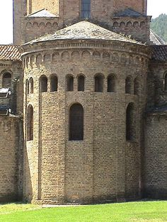 Catalonia Romanesque - Church and Monastery Guide Historical Architecture, Art And Architecture, Santa Maria, Pre Romanesque, Architecture Romane, Architecture Religieuse, Roman Church, Carolingian, Castle House