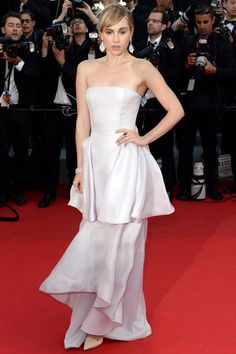 Suki Waterhouse wore a Dior gown and jewellery by Chopard.