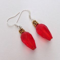Red Christmas Tree Lights Dangling Earrings, Crystal teardrop Earrings, Xmas Holiday Earings Jewelry by EverydayWomenJewelry on Etsy #beadedEarrings #earrings #christmasjewelry #christmasearrings #christmaslights #xmasjewelry #xmasearrings
