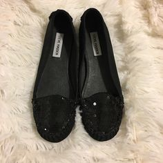Steve Madden black Sequin glitter flats Barely worn Steve Madden flats. Black sequin glitter detail at toe front. Fabric upper, leather lining and sole. Size 7.5 true to size. Steve Madden Shoes Flats & Loafers