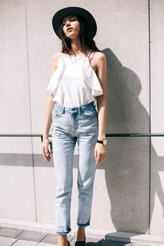 The German blogger masters flirty and casual LA summer style with a boho-chic hat, flowy cami and vintage-style jeans.