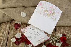 En çok davetiye talep edilen organizasyonların başında gelen düğünler için hazırlık yapılırken, düğünün kırda mı, salonda mı yoksa evde mi olacağı önemlidir. Aynı şekilde davetin verileceği ortamın detayları da dikkate alınarak en uygun davetiye tarzı oluşturulmalıdır. Bir otel salonu için klasik çizgiler seçileceği gibi, bir göl kenarı düğünü için doğaya ait detaylar kullanılabilmektedir.