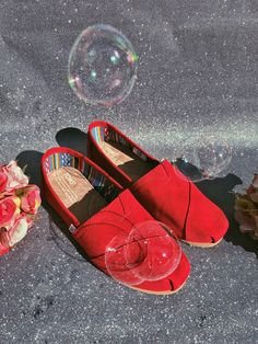 The forerunner of Spring: the new TOMS collection! Red Toms, Dark Shades, Shoe Collection, Summer Shoes, Shoe Brands, Blue Denim, Espadrilles, Footwear, Pairs