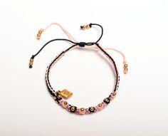 MM STBELT: Tejido en hilo de nylon con bolitas en chapa de oro y cristales checos corte diamante. Colores rosa y negro