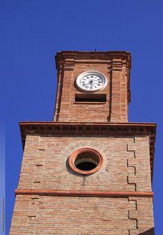 Cadran Bodet installé sur la tour de l'horloge de Saintes-Maries-de-la-Mer, languedoc-roussillon - France.