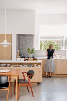 South Melbourne Beach House, a new home that sits comfortably with its modernist history and coastal location Küchen Design, House Design, Interior Design, Kitchen Dining, Kitchen Decor, Kitchen Ideas, Melbourne Beach, Beach House Decor, Home Renovation