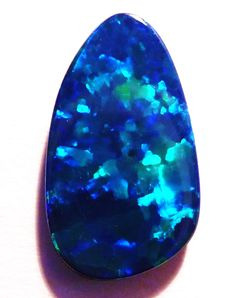 Love the vibrant blues on this Australian Opal Doublet :) - available in our store now ...