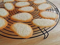 Langues de chat Mousse, Bread, Cookies, Desserts, Food, Rice Flour, Sugar, Recipe, Languages