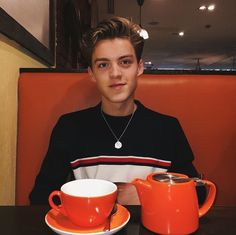 One of the best photos of Reece I have on this board. New Hope Club, A New Hope, Reece Bibby, Blake Richardson, Wattpad, Jacob Sartorius, Aussies, People, Pretty Boys