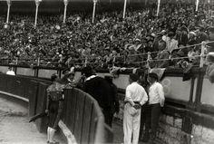 """imageEl actor Charlie Chaplin """"Charlot"""" en la plaza de toros de """"El Chofre"""" de San Sebastián y en los chiqueros Data: 9 Abuztua 1931"""