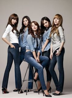 Korean Girl Band in Jeans – girl photoshoot poses Group Photography Poses, Group Photo Poses, Photography Software, Fashion Photography, Prom Photography, Photography Classes, Photography Camera, Photography Photos, Digital Photography