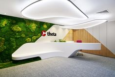Browse and discover thousands of office design and workplace design photos - tagged and curated to make your search faster and easier. Modern Reception Desk, Reception Desk Design, Lobby Reception, Reception Counter, Office Reception, Reception Areas, Cultural Architecture, Architecture Office, Office Space Design