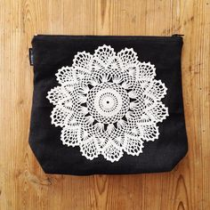 Handmade linenbag decorated with a lacetablecloth. By Johanna Sandberg.