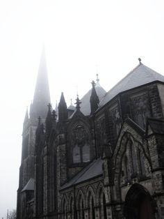 Der gotische Kirchenbau bevorzugte eindeutig die vertikale, dem Himmel zugeneigte Architektur.