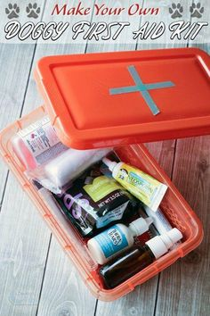 DIY Dog First Aid Kits - A Must for Adventurous Pets - Hunde = nützliche Dinge & Ideen / Tipps - Dogs Pug, Chihuahua Dogs, Kit S, Old Dogs, Diy Stuffed Animals, Training Your Dog, Dog Supplies, Dog Accessories, Dog Care