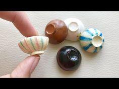 粘土で丼皿・お茶碗・お椀の作り方 - YouTube Polymer Clay Miniatures, Polymer Clay Art, Dollhouse Miniatures, Miniature Kitchen, Miniature Crafts, Barbie Accessories, Dollhouse Accessories, Cosas American Girl, Barbie Kitchen