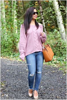 Off the Shoulder Sweater | Frayed Jeans | Fall Outfit | Fall Style | Fall Outfits | Fall Trends | Casual Chic