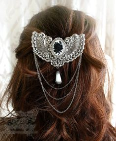 VICTORIA'S WEDDING Victorian hair clip, bridal hair clip in aged silver with cameo, free gift box Vintage Hair Accessories, Wedding Dress Accessories, Fashion Accessories, Victorian Hairstyles, Vintage Hairstyles, Hair Jewelry, Metal Jewelry, Jewellery, Steampunk Wedding Themes