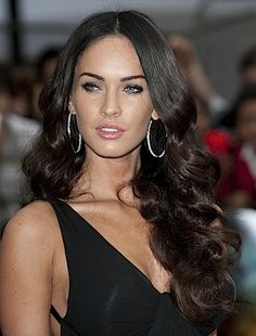 To Part Your Hair To Best Suit Your Face Shape -Center Or Side Hairstyles 11 Fabulous Cat Eye Makeup Fabulous Cat Eye Makeup Trends Hair Color Dark, Dark Hair, Brown Hair, Celebrity Hairstyles, Hairstyles With Bangs, Updo Hairstyle, Megan Fox Hair, Hair Color Pictures, Layered Hair With Bangs