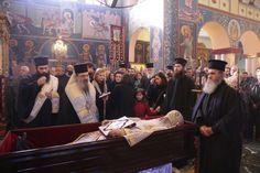 Η Εκκλησία πενθεί: Τώρα η Εξόδιος Ακολουθίας στη Σιάτιστα - ΕΚΚΛΗΣΙΑ ONLINE Saints