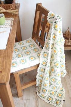 Giant Knit Blanket, Crochet Squares, Knitted Blankets, Knit Crochet, Toddler Bed, Crochet Patterns, Embroidery, Knitting, Handmade
